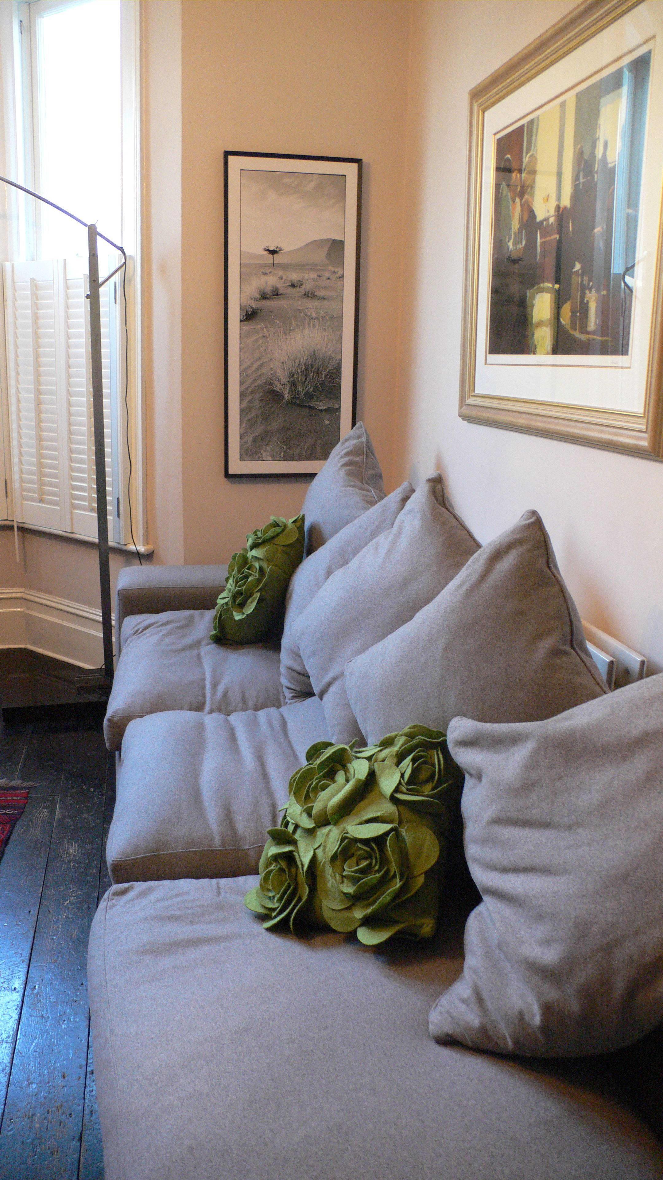 House Tour: Liz's South African DenLondon, England: gallery slide thumbnail 2