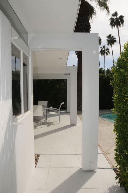 LA Mini-House Tour: Michael's Modern 1955 Home: gallery slide thumbnail 11