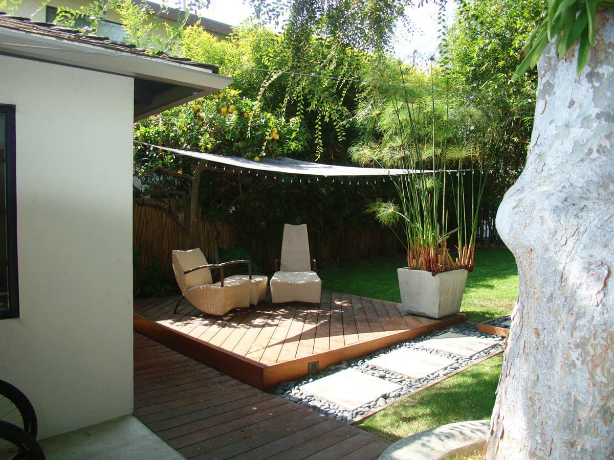 House Tour: Steve's Beach Bungalow and Garden Retreat: gallery slide thumbnail 25