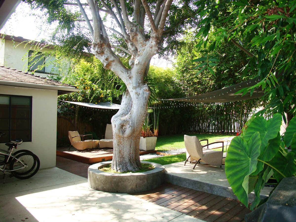 House Tour: Steve's Beach Bungalow and Garden Retreat: gallery slide thumbnail 17