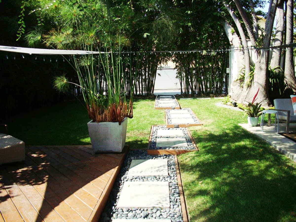 House Tour: Steve's Beach Bungalow and Garden Retreat: gallery slide thumbnail 8