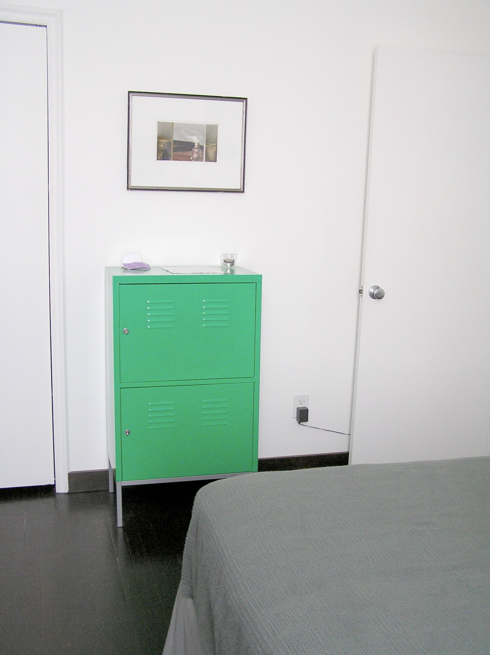 House Tour: Ofer's Clutter Free Home: gallery slide thumbnail 30