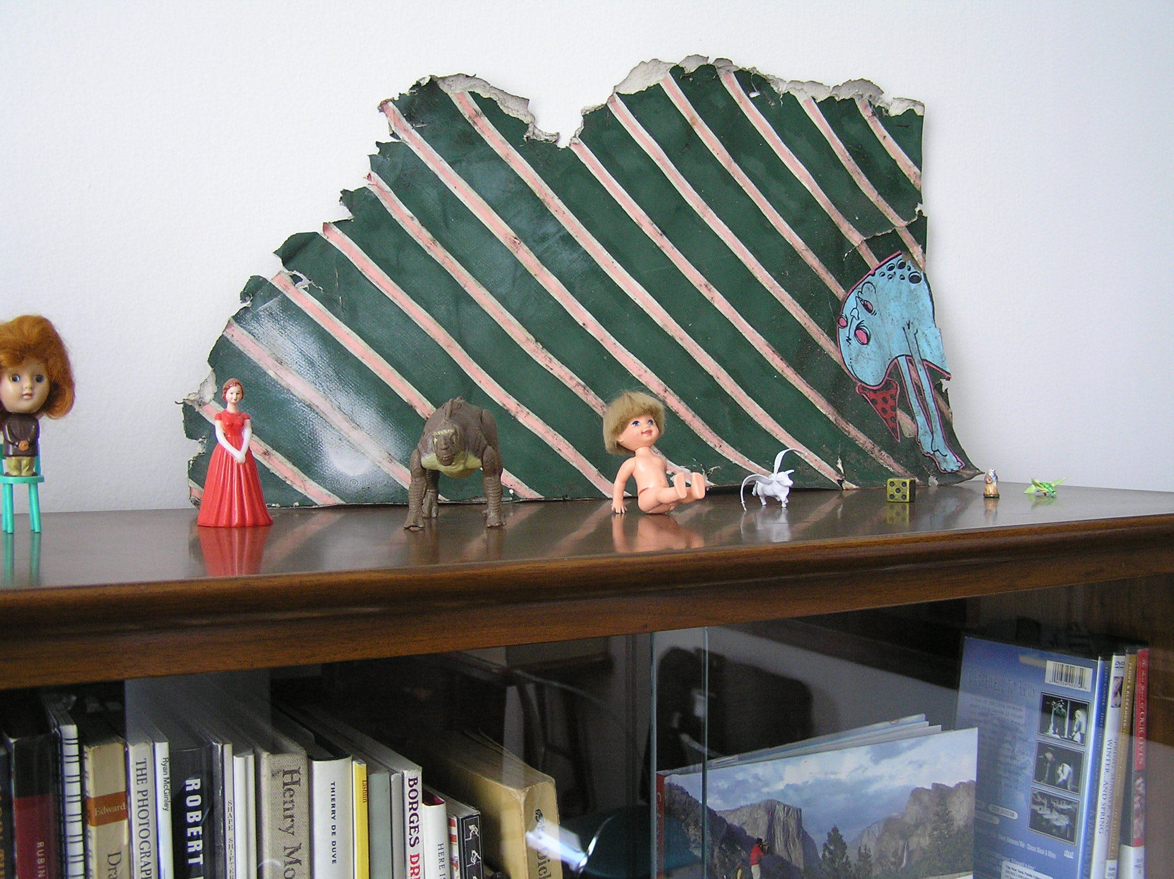 House Tour: Ofer's Clutter Free Home: gallery slide thumbnail 17