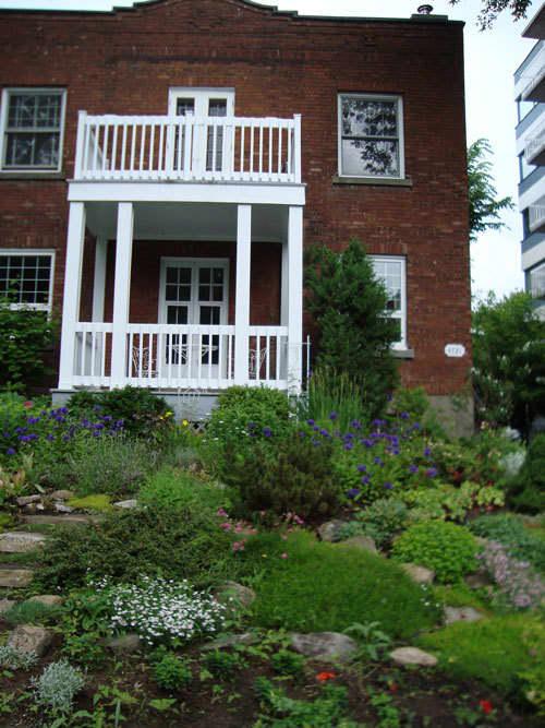 Look! A Multi-Yard Flower Garden: gallery slide thumbnail 3