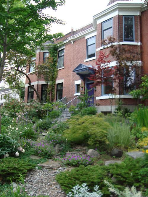Look! A Multi-Yard Flower Garden: gallery slide thumbnail 4