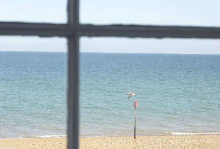 Casual English Beach Cottage Style: gallery slide thumbnail 3