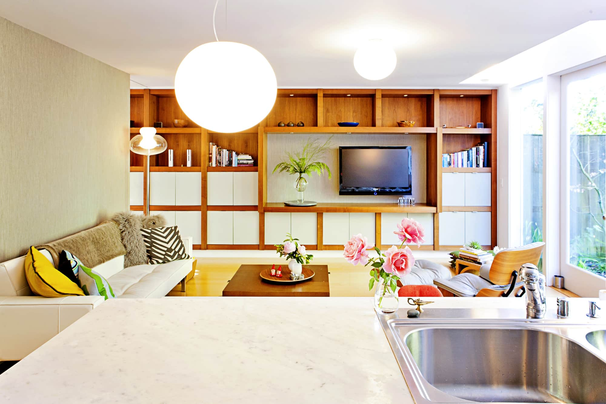 10 tips to improve your lighting apartment therapy