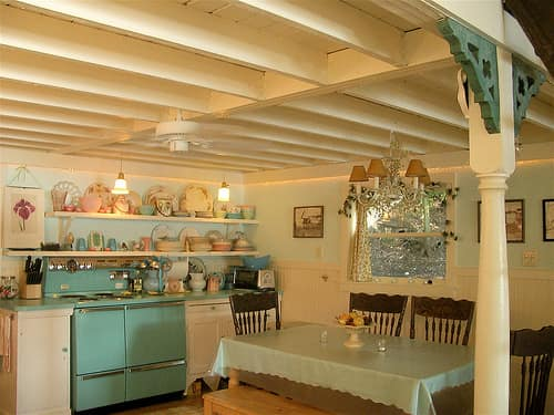 Exposed Ceiling Beams: gallery image 3