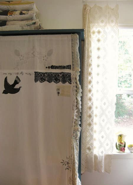 Easy DIY: Turn Tablecloths Into Curtains: gallery slide thumbnail 1