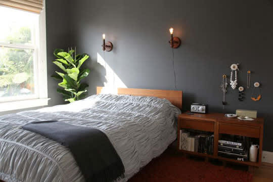 8 Real Bedrooms Where Simplicity Reigns: gallery slide thumbnail 7