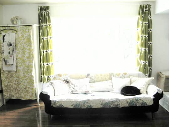 Easy DIY: Turn Tablecloths Into Curtains: gallery slide thumbnail 2