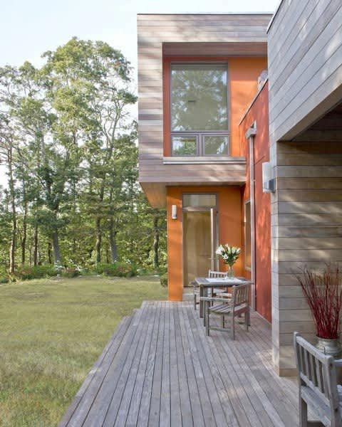 Modern & Green: Family Lake House by ZeroEnergy Design: gallery slide thumbnail 1