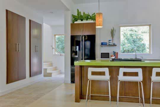Modern & Green: Family Lake House by ZeroEnergy Design: gallery slide thumbnail 3