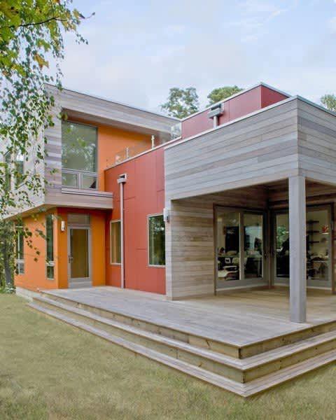 Modern & Green: Family Lake House by ZeroEnergy Design: gallery slide thumbnail 6