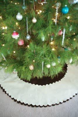 Look! Simple Tree Skirts: gallery slide thumbnail 1