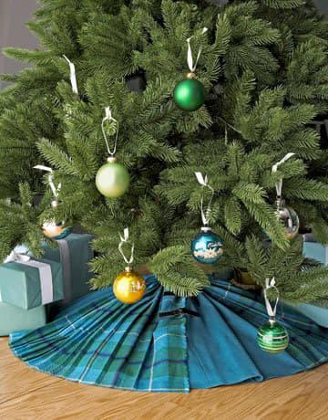 Look! Simple Tree Skirts: gallery slide thumbnail 3