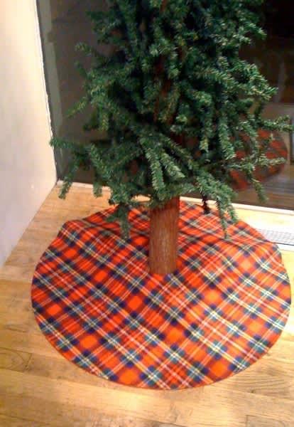 Look! Simple Tree Skirts: gallery slide thumbnail 2