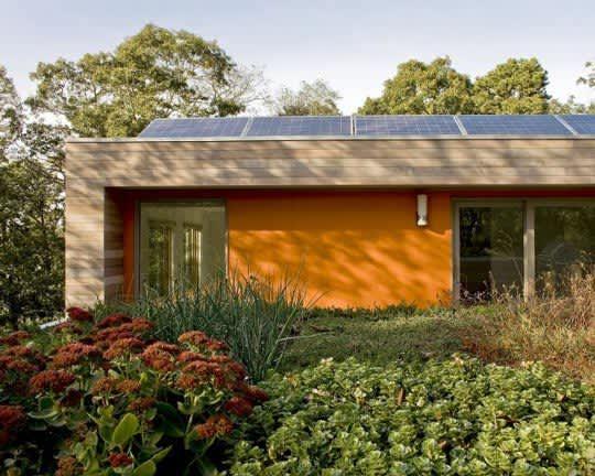 Modern & Green: Family Lake House by ZeroEnergy Design: gallery slide thumbnail 7