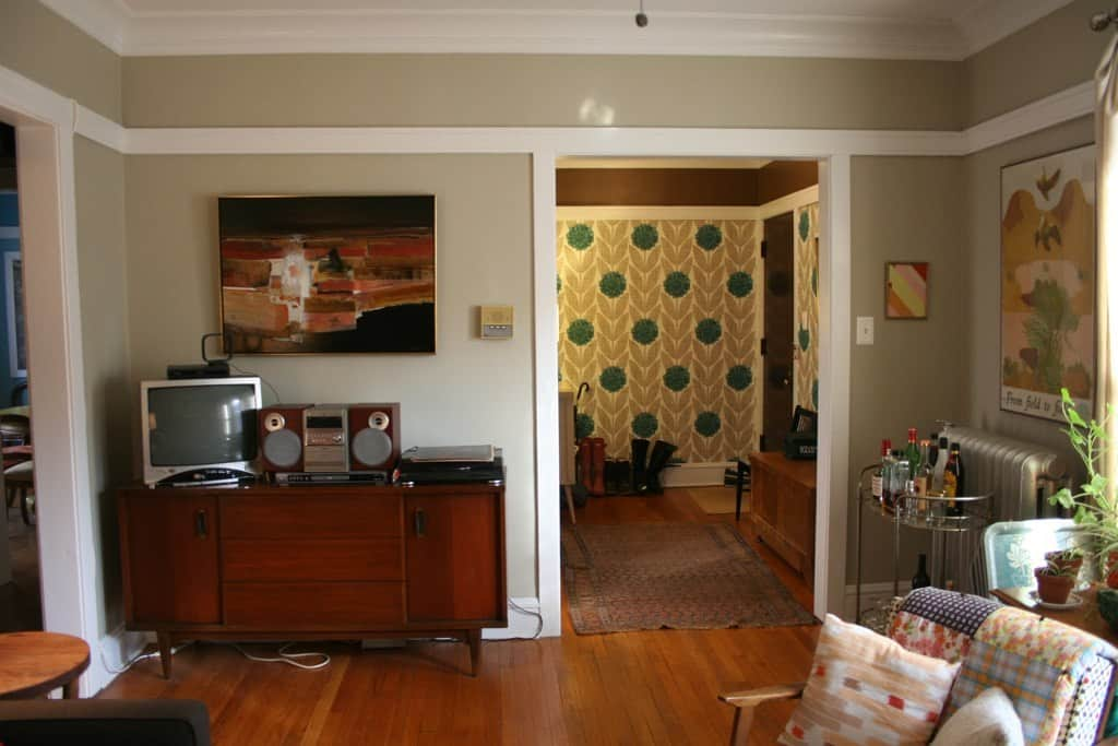 Kelly's Andersonville Apartment: gallery slide thumbnail 1