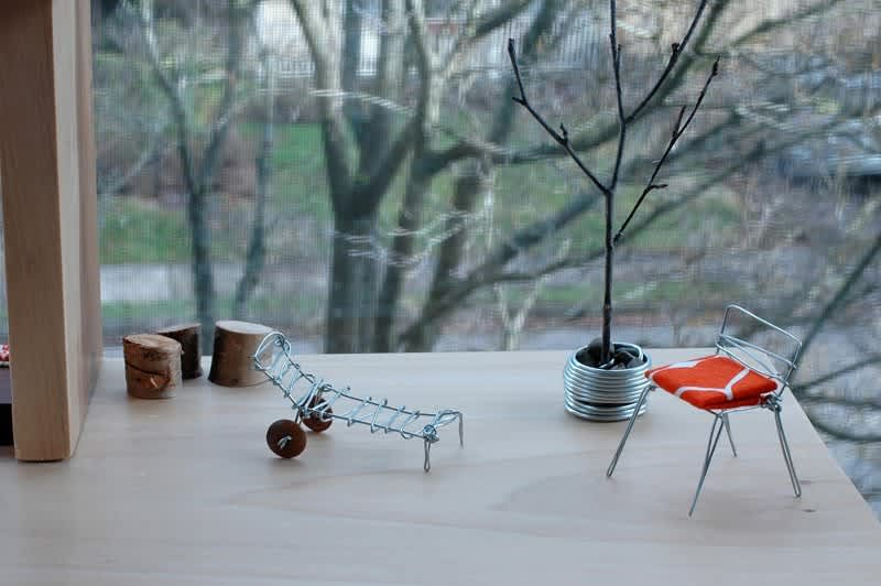 Modern Doll House and Furniture: gallery image 1