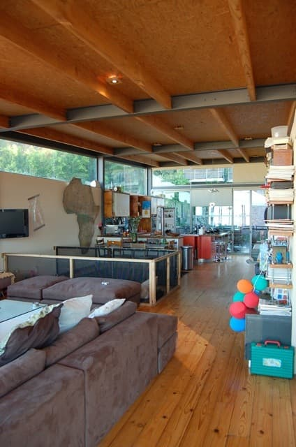 Isa & Paul's Home With A View: gallery slide thumbnail 18