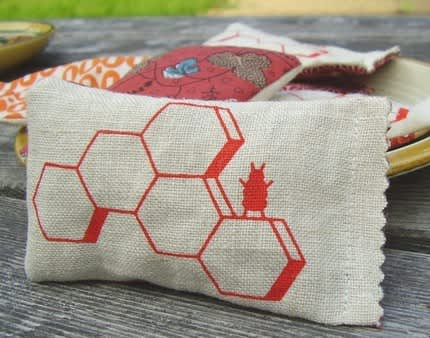Bee Happy! Apiary Designs To Savor: gallery slide thumbnail 1