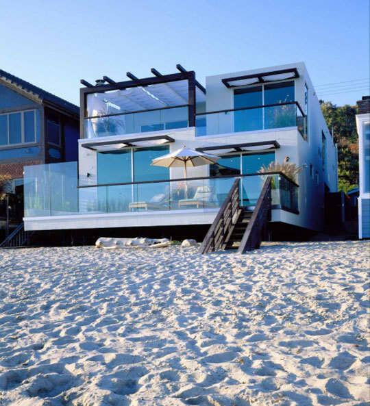 Lusting for a Summer Coastal Home: gallery slide thumbnail 2