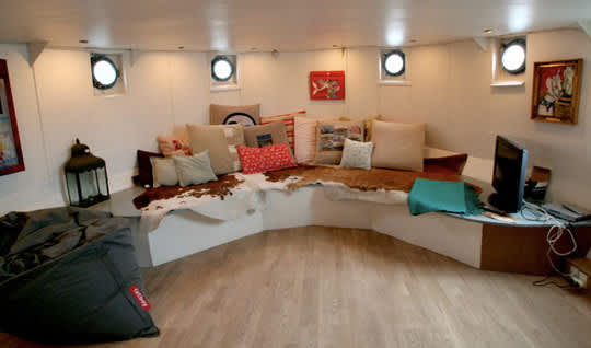 High-Style Houseboats: gallery slide thumbnail 4