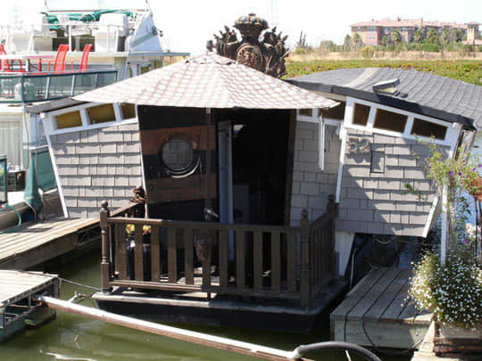 High-Style Houseboats: gallery slide thumbnail 3