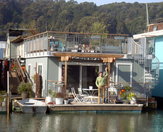 High-Style Houseboats: gallery slide thumbnail 5