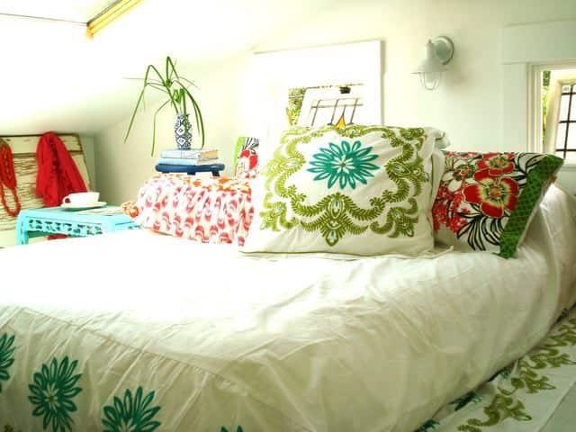 Alisha's Bright White Guest Cottage: gallery slide thumbnail 23