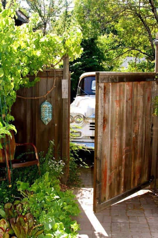 Alisha's Bright White Guest Cottage: gallery slide thumbnail 20