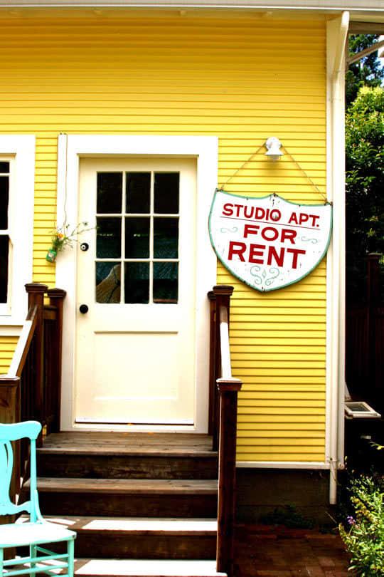 Alisha's Bright White Guest Cottage: gallery slide thumbnail 4