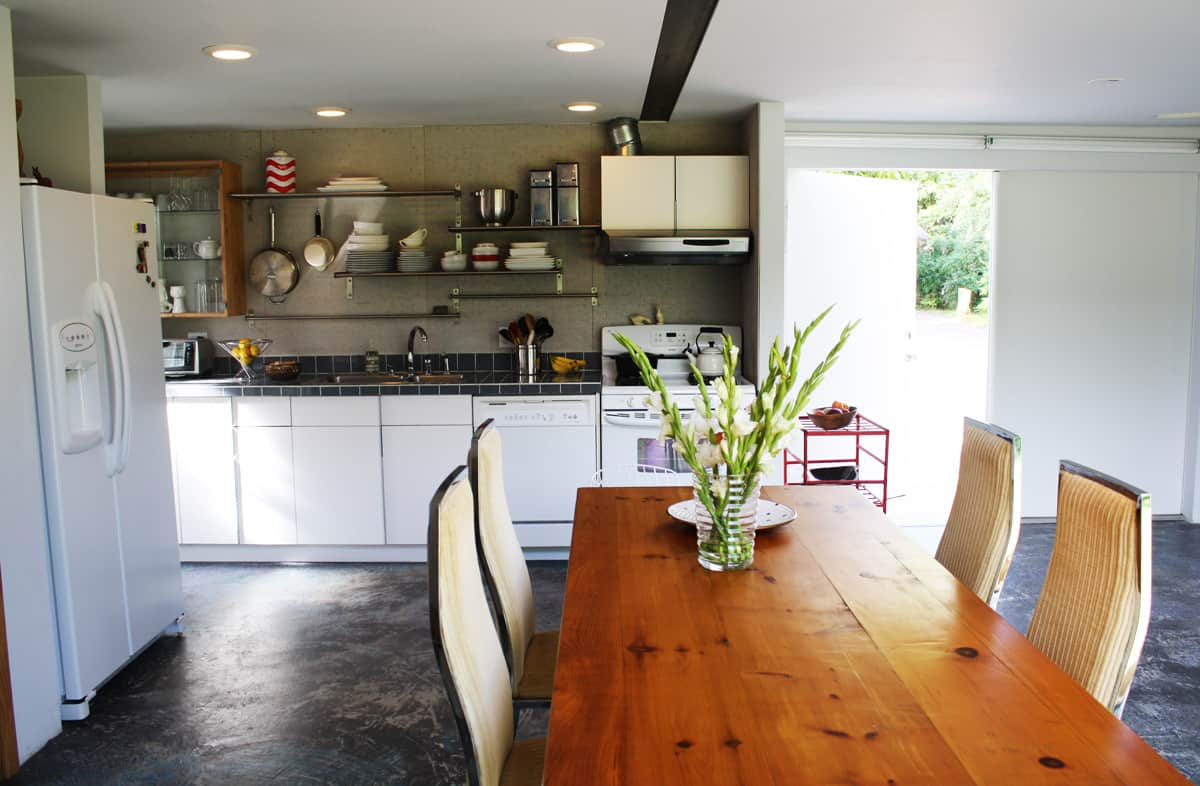 A Modern and Bright Austin Home: gallery slide thumbnail 28