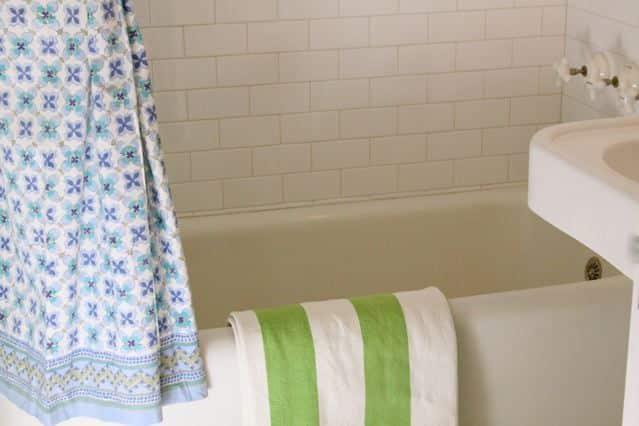 Alisha's Bright White Guest Cottage: gallery slide thumbnail 21