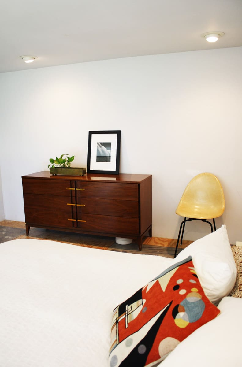 A Modern and Bright Austin Home: gallery slide thumbnail 10