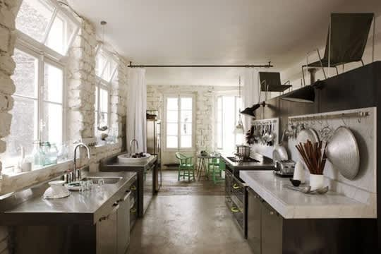 Designer Paola Navone's Paris Apartment: gallery slide thumbnail 3