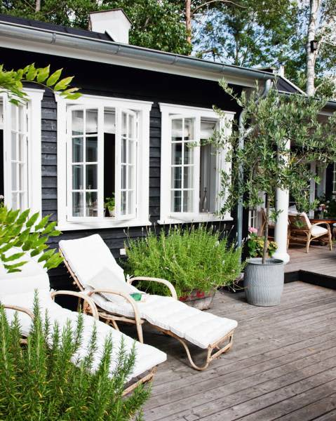 A Perfectly Lovely Danish Summer Home: gallery slide thumbnail 1