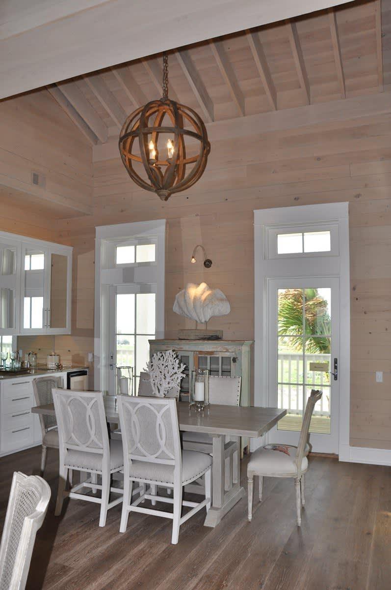 Beach House Beauty on the Texas Coast: gallery slide thumbnail 26