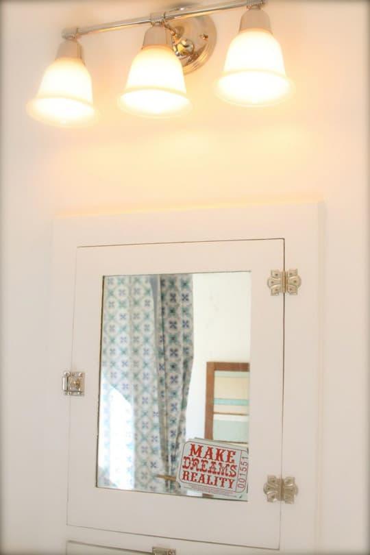 Alisha's Bright White Guest Cottage: gallery slide thumbnail 16