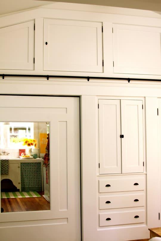 Alisha's Bright White Guest Cottage: gallery slide thumbnail 7