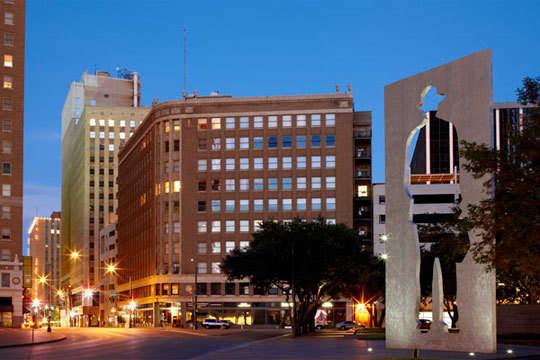 Jan's Cotton Exchange Building Loft: gallery slide thumbnail 6