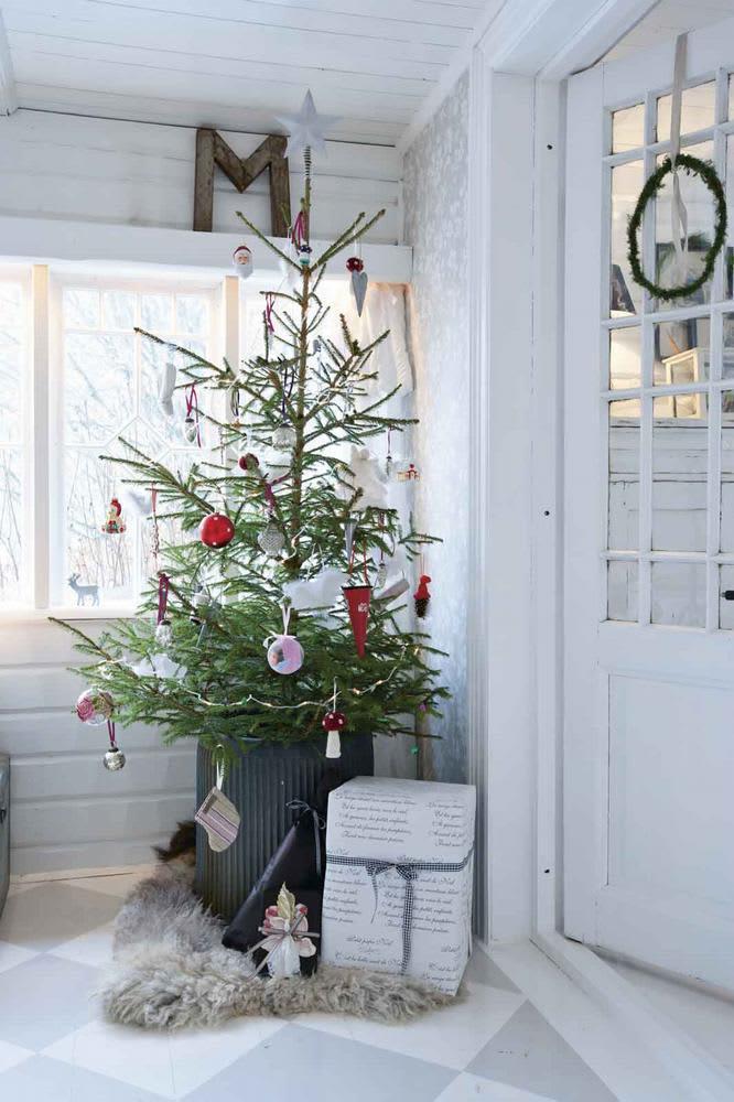 Simple Christmas Decorating Ideas: gallery slide thumbnail 1