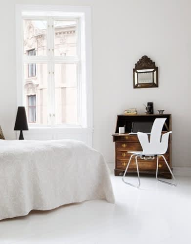 White and Minimal Tech Bedrooms: gallery slide thumbnail 4