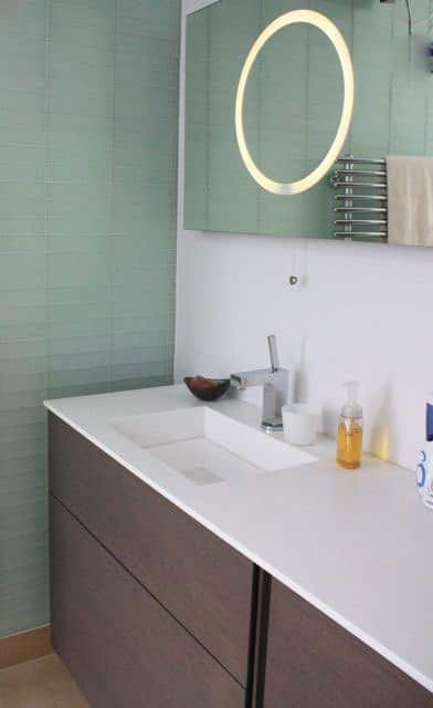Organized Bathrooms: Clean and Clutter-free: gallery slide thumbnail 1