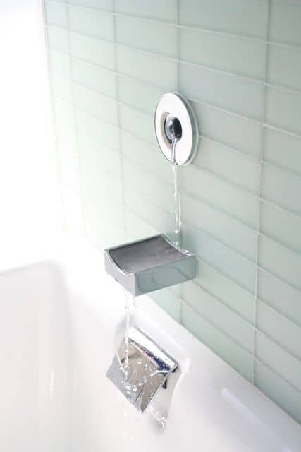 Organized Bathrooms: Clean and Clutter-free: gallery slide thumbnail 7