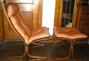 Heywood Wakefield Table and Chairs – $1400: gallery slide thumbnail 4