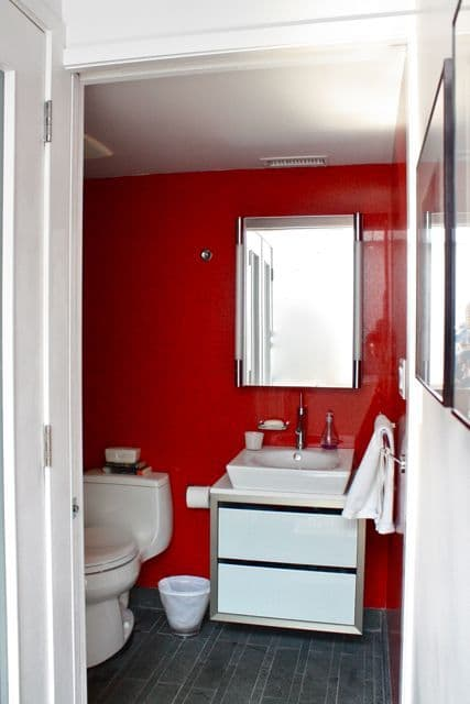 Organized Bathrooms: Clean and Clutter-free: gallery slide thumbnail 2