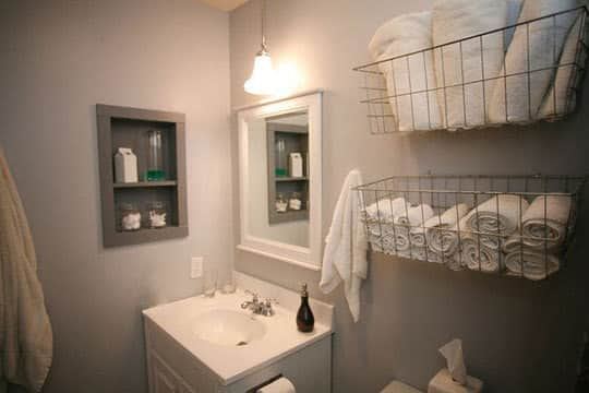 Organized Bathrooms: Clean and Clutter-free: gallery slide thumbnail 4