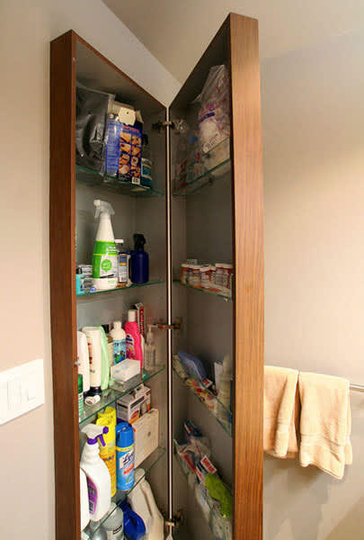 Organized Bathrooms: Clean and Clutter-free: gallery slide thumbnail 10